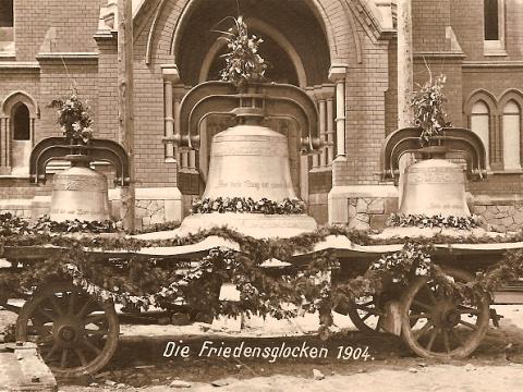 zvony_cerven_1905